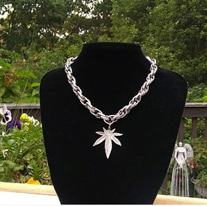 NEW SilverTone Double Link Chain Pot Leaf Necklace